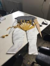 Olivias tøjskulptur i process